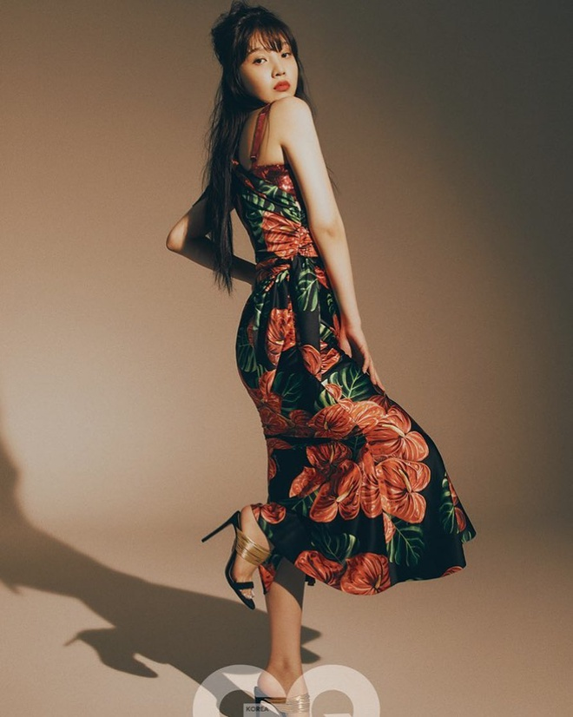 My nhan Red Velvet mac do xuyen thau, goi cam tren tap chi-Hinh-3