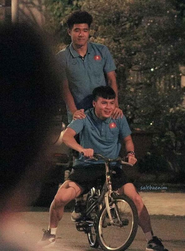 Quang Hai meo mat voi trao luu Hai, quay xe hot tren mang xa hoi-Hinh-5