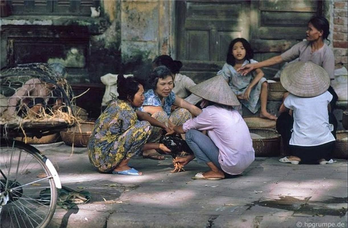 Nhip song Ha Noi qua nhung khu cho pho co nhung nam 1990-Hinh-12