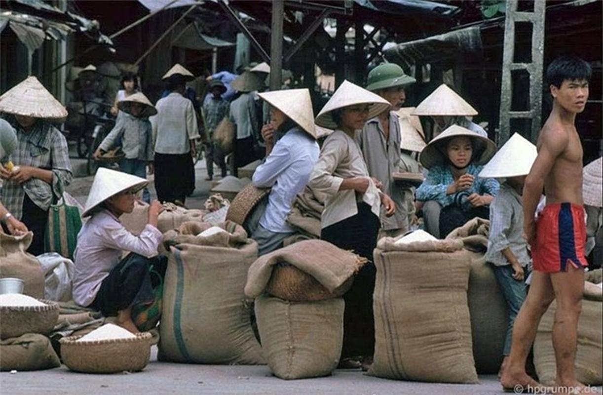 Nhip song Ha Noi qua nhung khu cho pho co nhung nam 1990-Hinh-15