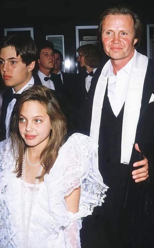 Me man nhan sac la Angelina Jolie thoi tho au-Hinh-2