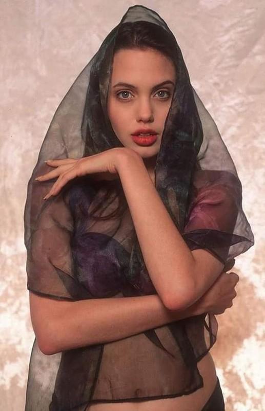 Me man nhan sac la Angelina Jolie thoi tho au-Hinh-3