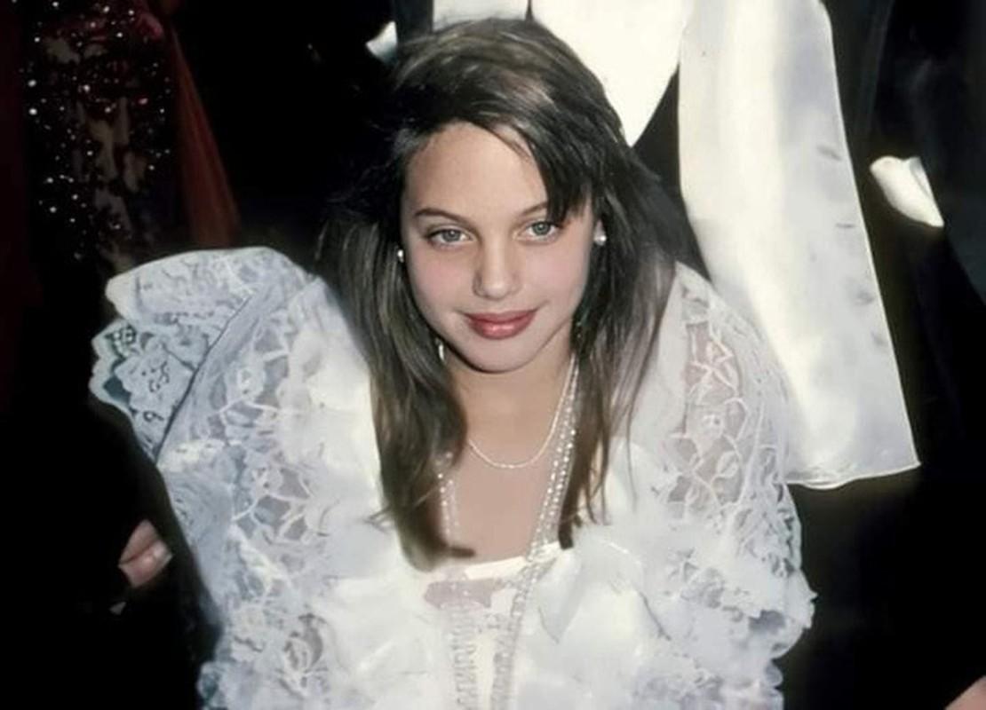 Me man nhan sac la Angelina Jolie thoi tho au