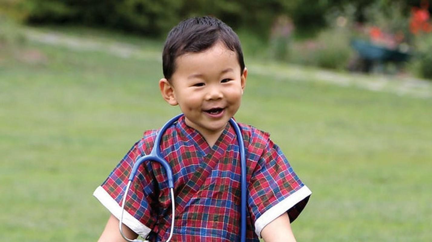 Hoang tu Bhutan ra dong lam ruong, khong duoc sinh nhat toi 20 tuoi-Hinh-3
