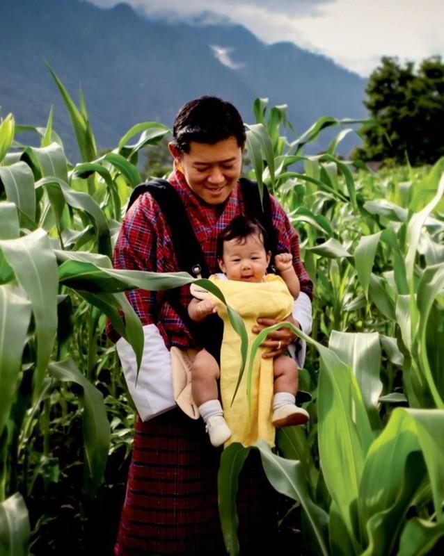 Hoang tu Bhutan ra dong lam ruong, khong duoc sinh nhat toi 20 tuoi-Hinh-5