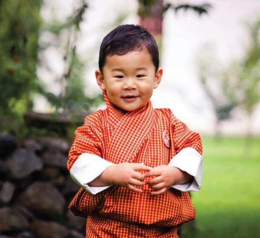 Hoang tu Bhutan ra dong lam ruong, khong duoc sinh nhat toi 20 tuoi-Hinh-6