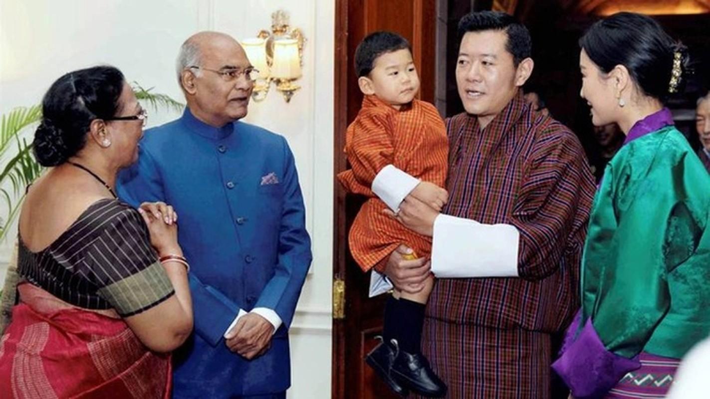 Hoang tu Bhutan ra dong lam ruong, khong duoc sinh nhat toi 20 tuoi-Hinh-7