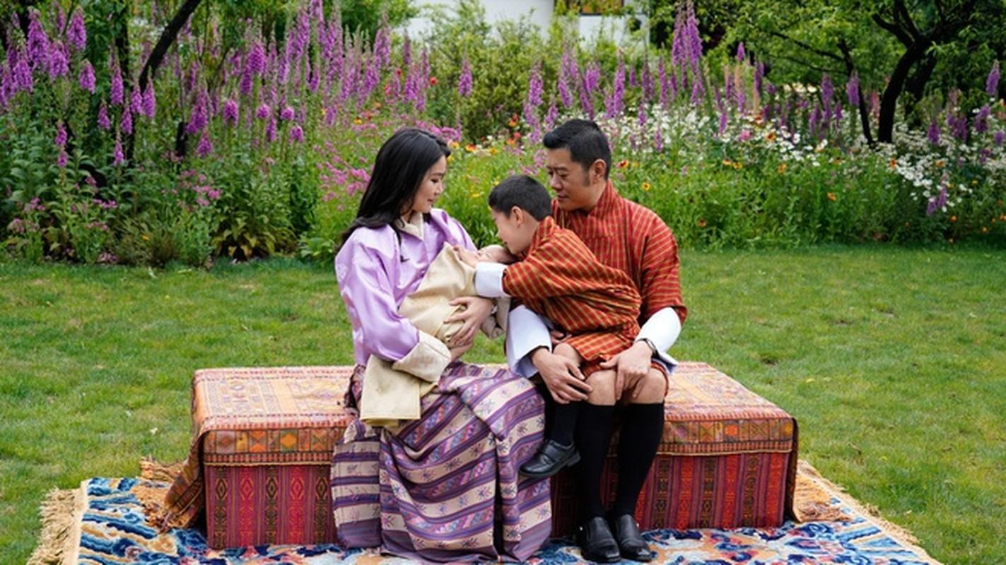 Hoang tu Bhutan ra dong lam ruong, khong duoc sinh nhat toi 20 tuoi-Hinh-8