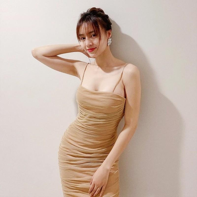 Chi Pu, Quynh Anh Shyn khoe ve goi cam voi vay gap nep-Hinh-5