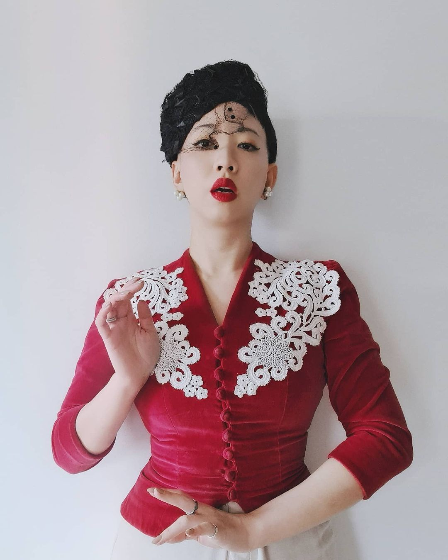 3 fashionista noi tieng voi cach an mac phong cach co dien-Hinh-10