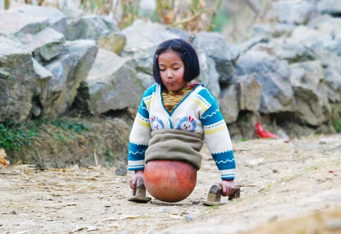 Cuoc song hien tai cua co be bong ro Trung Quoc the nao-Hinh-2