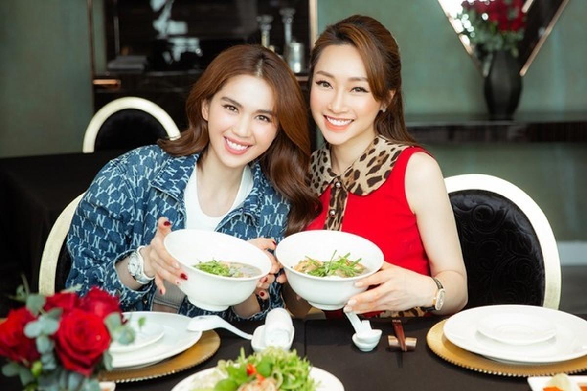 Tinh ban hon 12 nam cua Ngoc Trinh va Ly Thuy Chang-Hinh-3