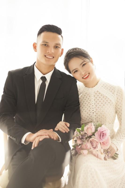 Nhan sac vo moi cuoi cua cau thu Hoang Van Khanh gay chu y-Hinh-2