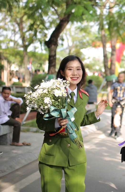 Nu sinh HV Canh sat tot nghiep xuat sac-Hinh-2
