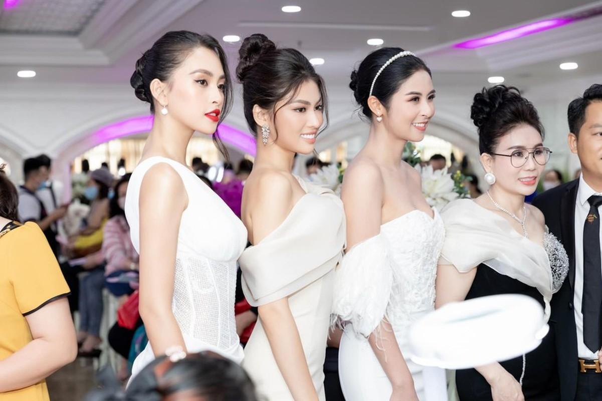 Do My Linh dien vay cat xe do duong cong dep mat-Hinh-10