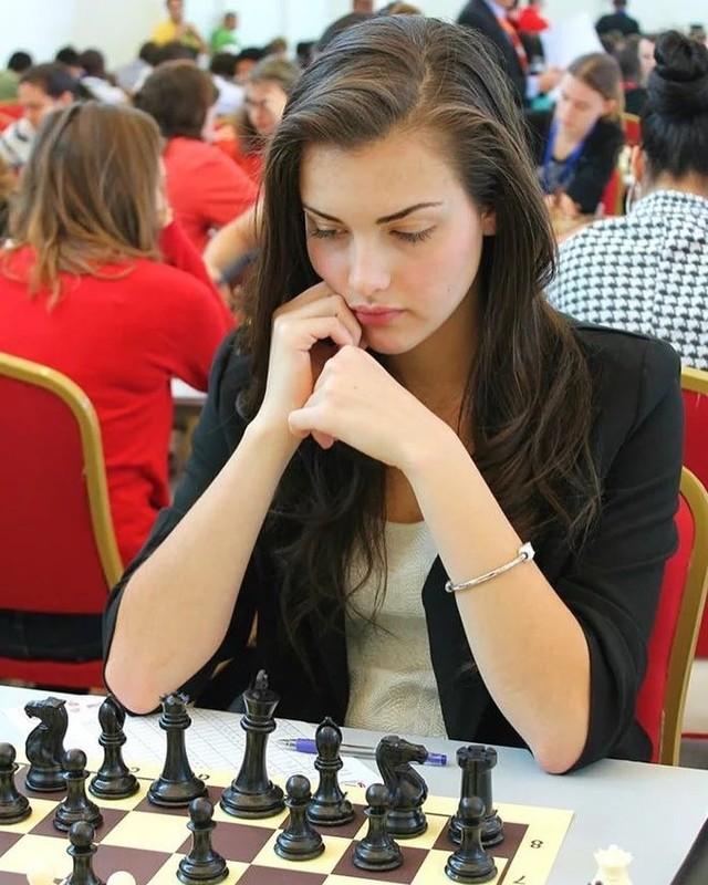 Alexandra Botez : Nu ky thu noi tieng xinh dep-Hinh-6