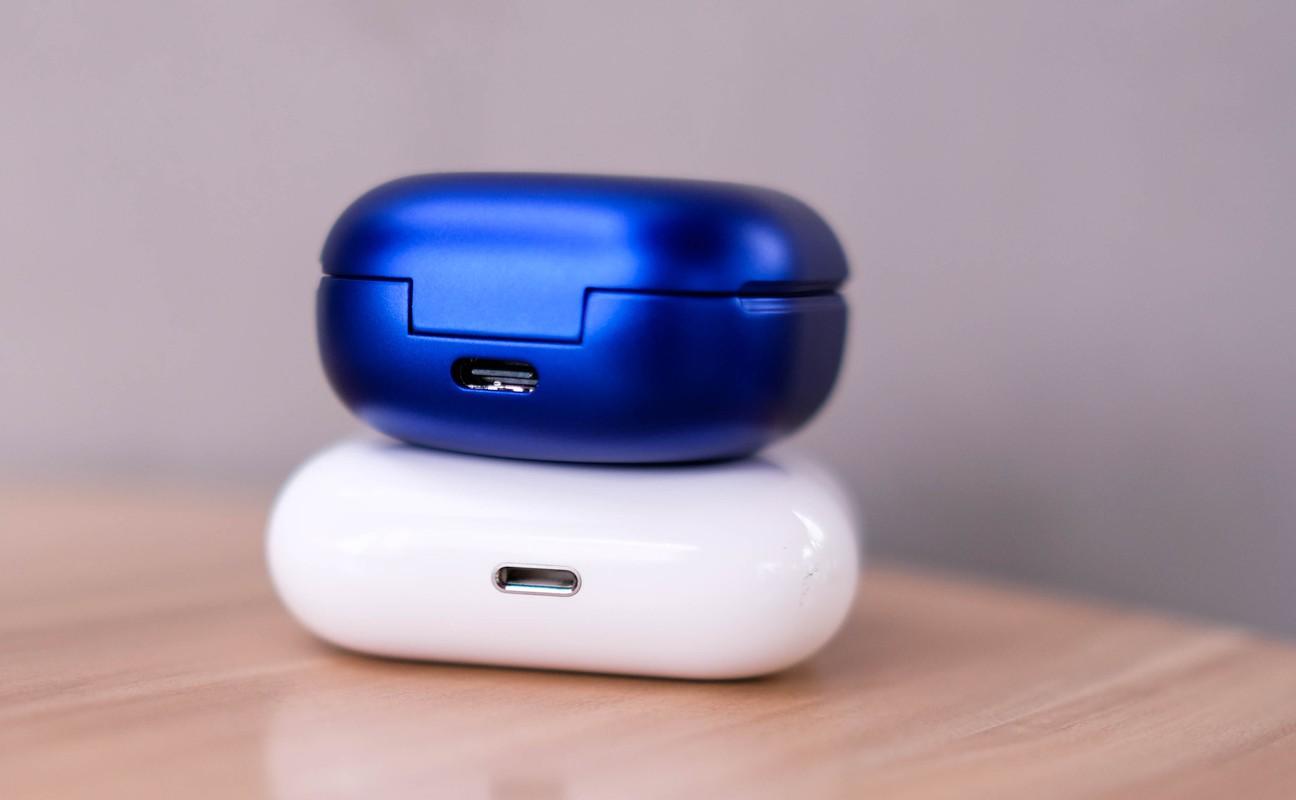 So sanh tai nghe Galaxy Buds Live va AirPods Pro-Hinh-2