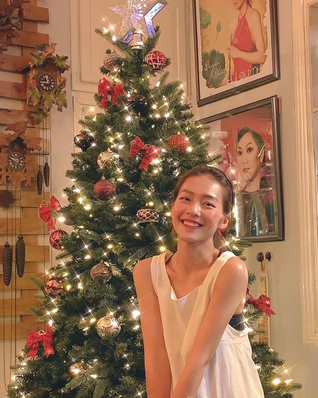 Hot girl Viet xinh tuoi rang ngoi don Giang sinh-Hinh-13