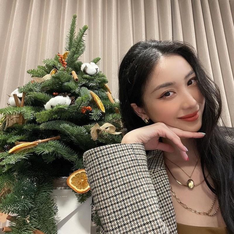 Hot girl Viet xinh tuoi rang ngoi don Giang sinh-Hinh-6