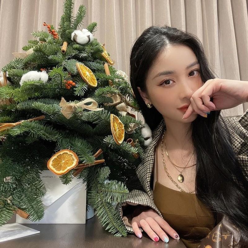 Hot girl Viet xinh tuoi rang ngoi don Giang sinh-Hinh-7