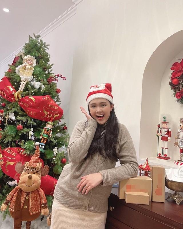 Hot girl Viet xinh tuoi rang ngoi don Giang sinh-Hinh-9