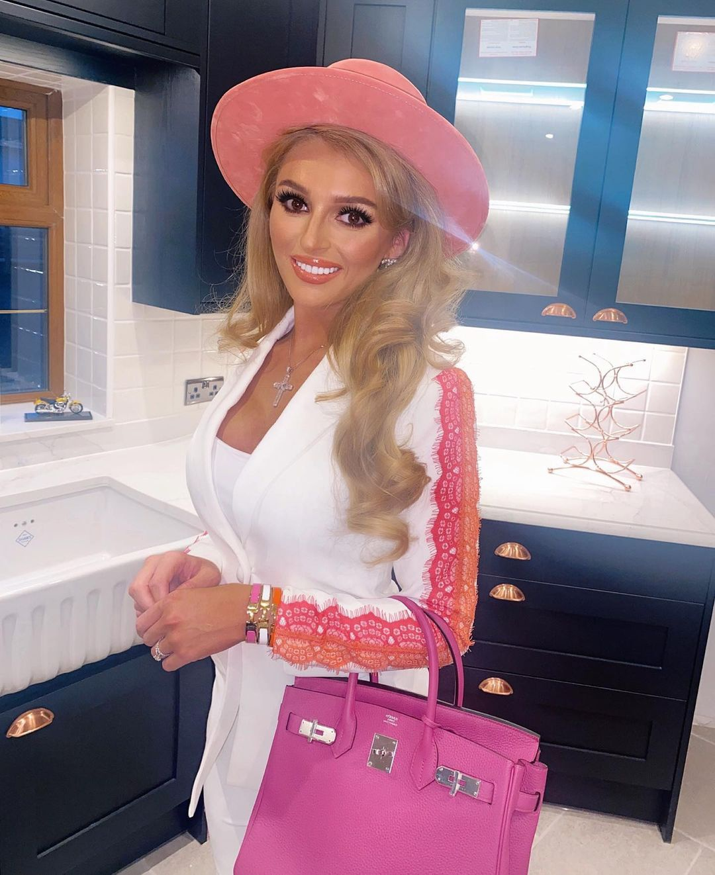 Nhan sac co gai duoc vi nhu bup be Barbie doi thuc-Hinh-2