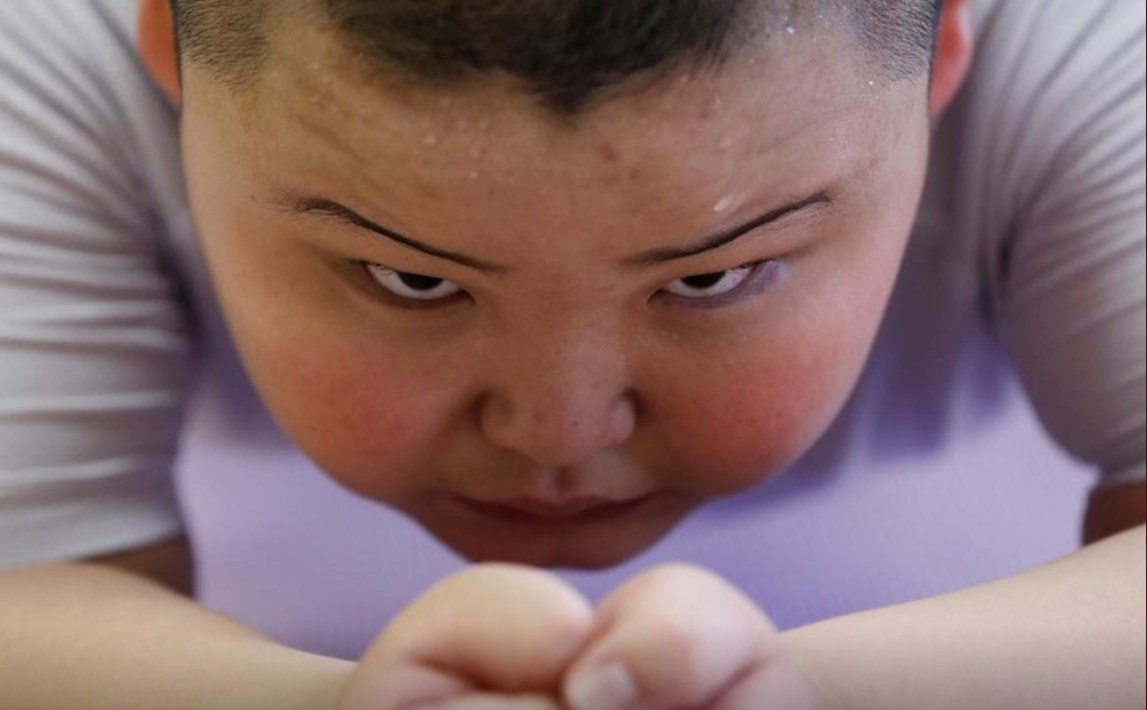 Vo si sumo moi 10 tuoi da nang 85 kg-Hinh-2
