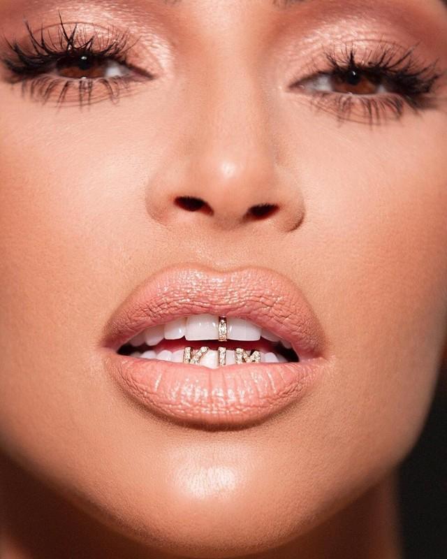 Cach tieu xai vo cung hoang phi cua Kim Kardashian-Hinh-6