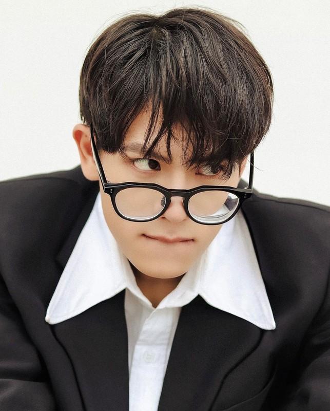 Nam sinh DH Luat Ha Noi gay chu y vi thanh thao 3 thu tieng-Hinh-5