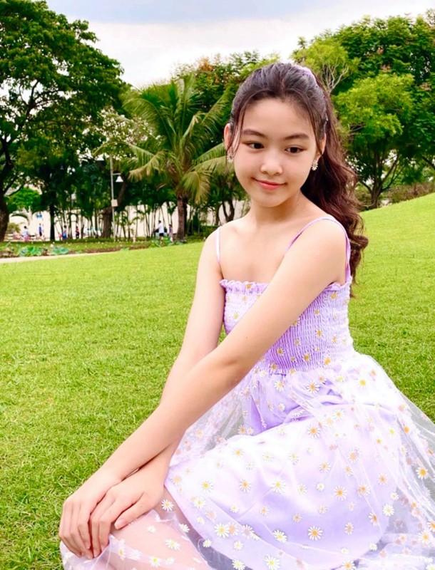 Con gai 15 tuoi cua Quyen Linh co chieu cao noi bat-Hinh-4