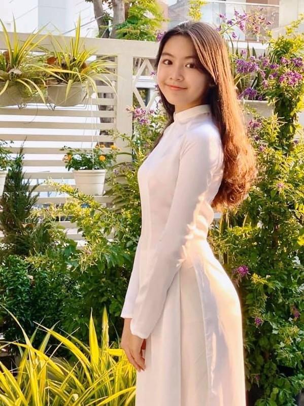 Con gai 15 tuoi cua Quyen Linh co chieu cao noi bat-Hinh-5