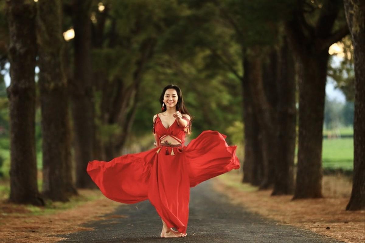 Co gai trinh dien yoga giua nui rung Gia Lai-Hinh-3