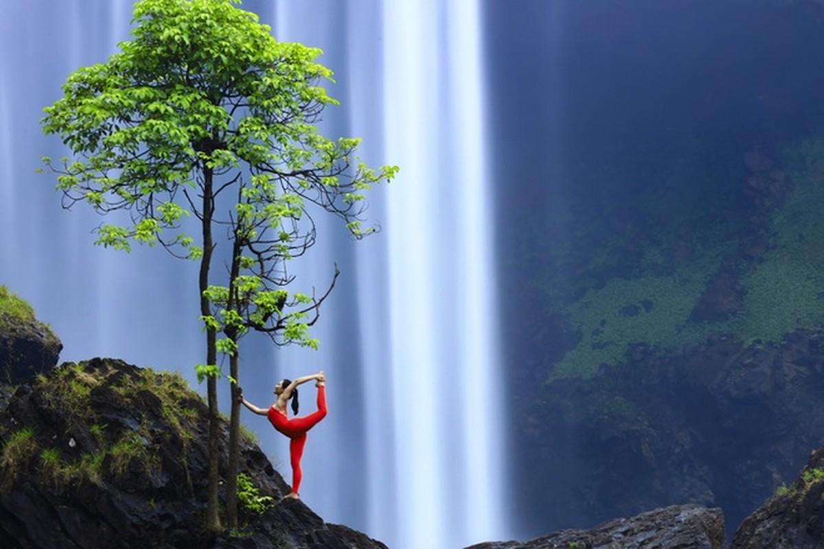 Co gai trinh dien yoga giua nui rung Gia Lai-Hinh-4