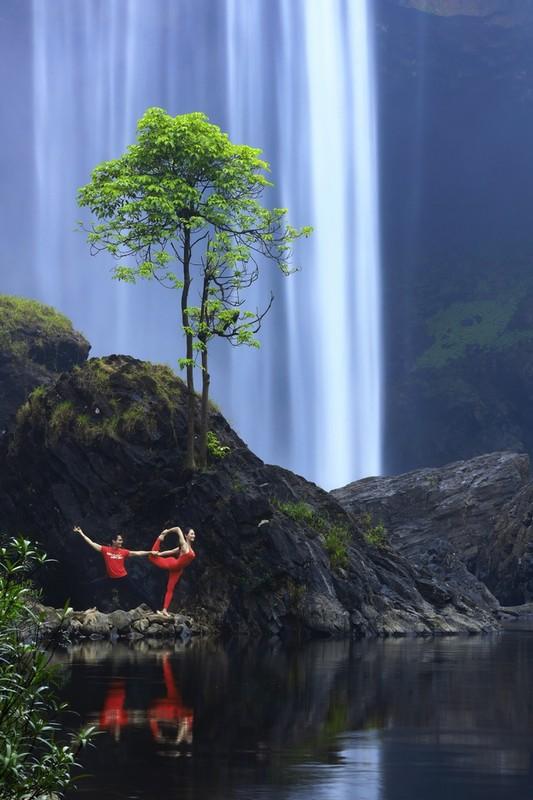 Co gai trinh dien yoga giua nui rung Gia Lai-Hinh-5