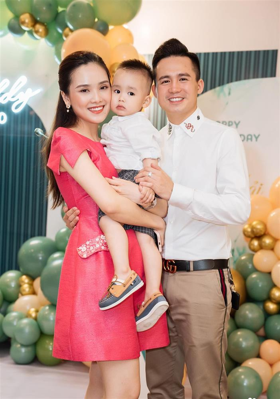 Cuoc song cua hotboy canh sat sau 3 nam cuoi top 10 Hoa Hau Viet Nam-Hinh-10
