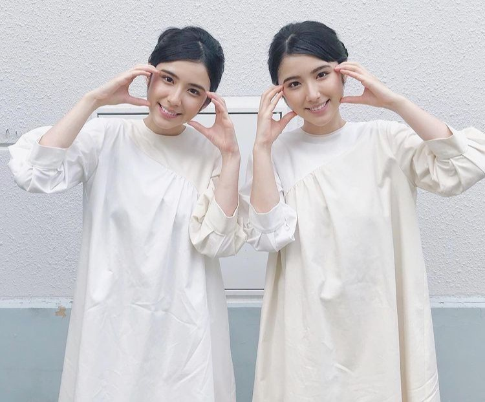Chi em sinh doi mang 2 dong mau Nhat Ban - Iran-Hinh-5