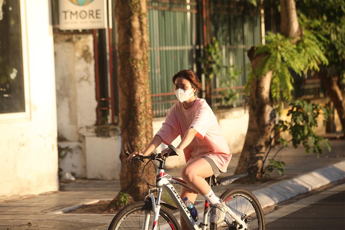 Trao luu dap xe bat ngo noi len giua mua nong nhat cua Ha Noi-Hinh-4