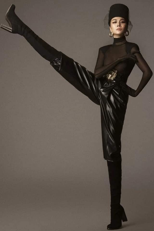 Cung pose mot dang: Ha Ho sang chanh - Thu Minh kem duyen-Hinh-3