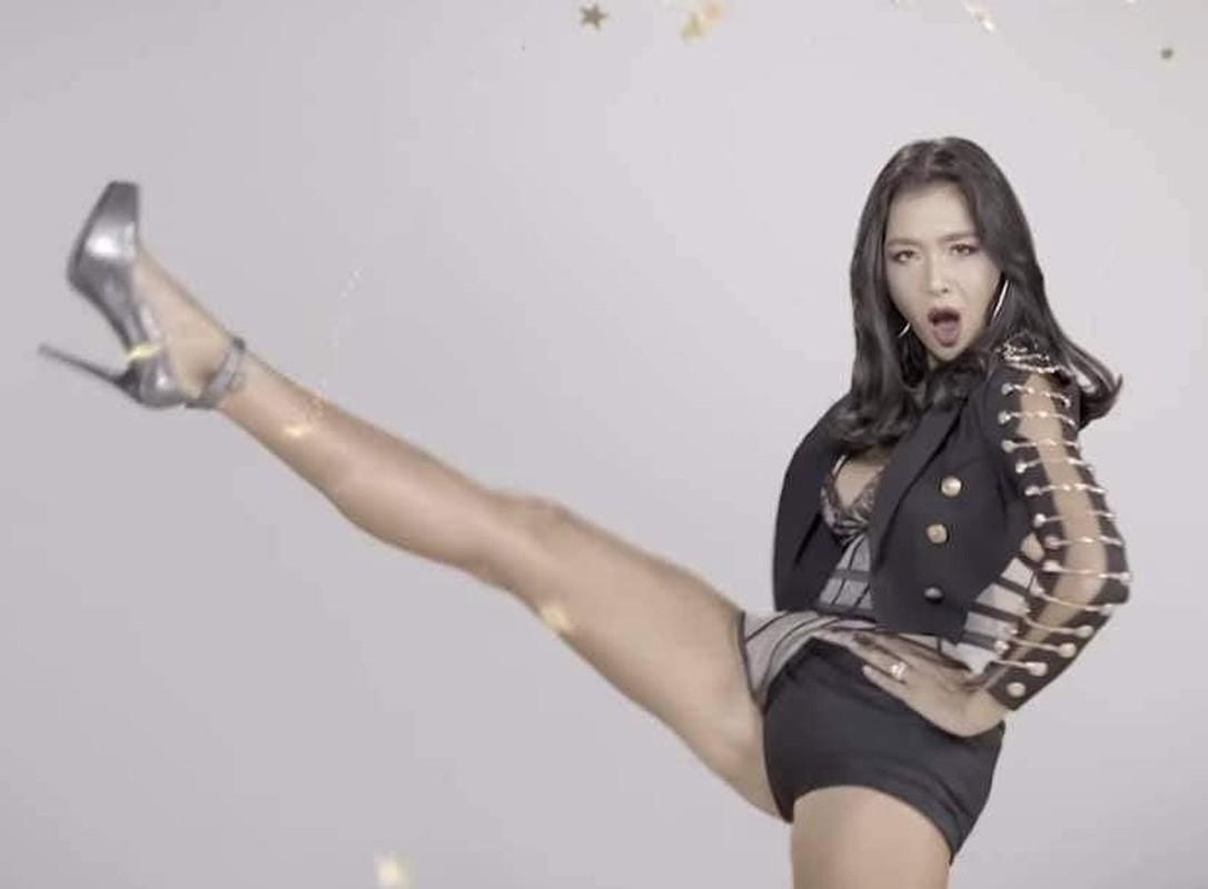Cung pose mot dang: Ha Ho sang chanh - Thu Minh kem duyen-Hinh-5