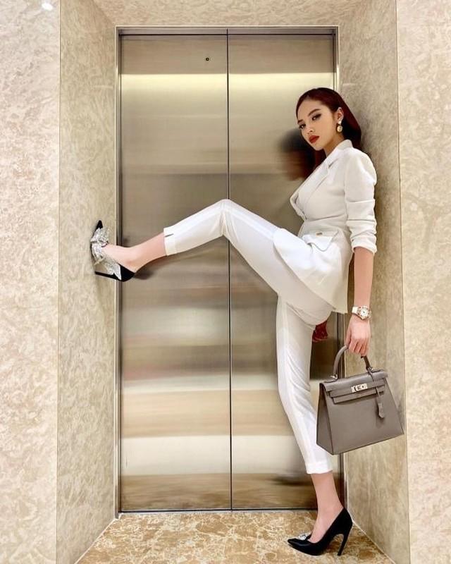Cung pose mot dang: Ha Ho sang chanh - Thu Minh kem duyen-Hinh-6