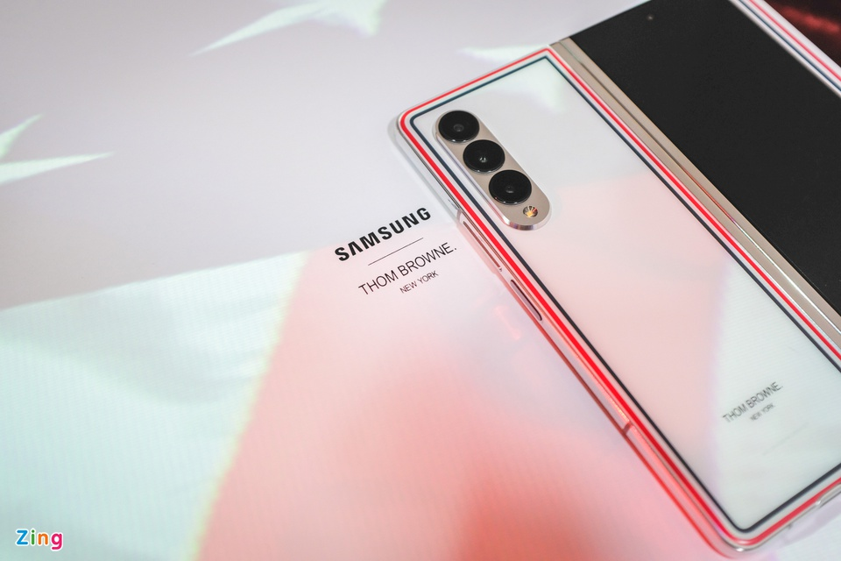 Chi tiet Galaxy Z Fold3 Thom Browne Edition, gia 84 trieu dong-Hinh-4