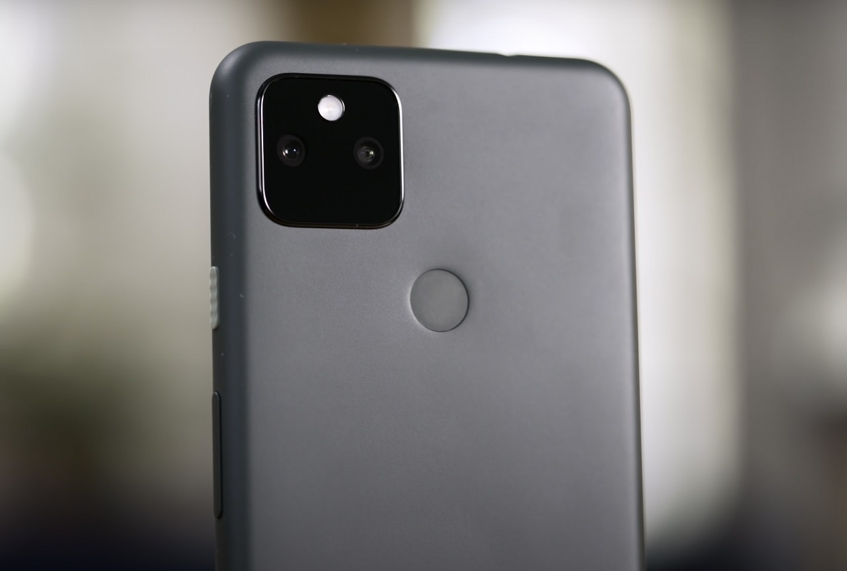 Thich dien thoai nho gon, nen mua Google Pixel 5a hay iPhone SE?-Hinh-3
