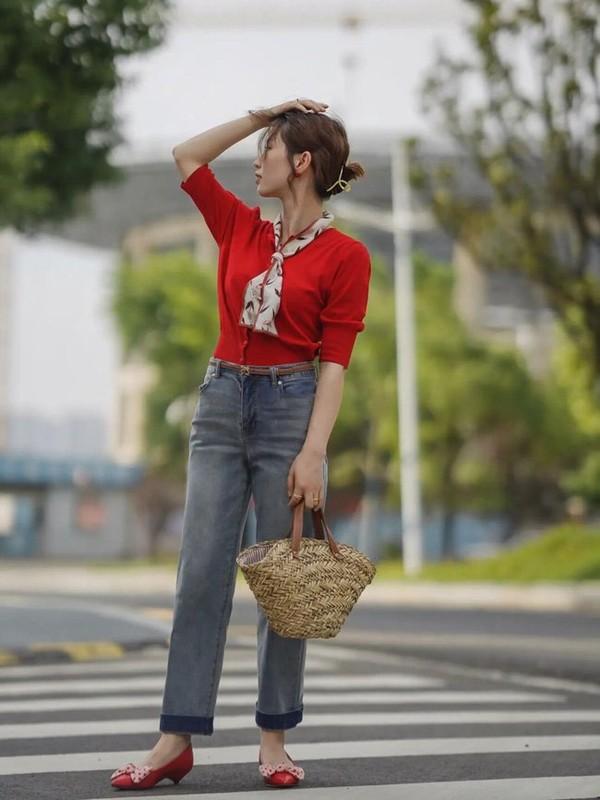 Street style Chau A tuan qua ngap tran sac do don ngay Thu-Hinh-3