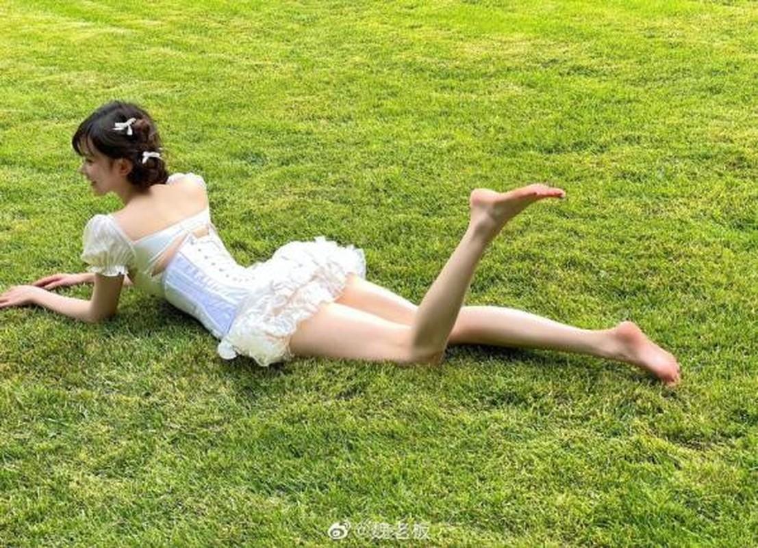 Hot girl gay bao mang khi dien bo vay khoe vong mot dep nhu tranh-Hinh-3