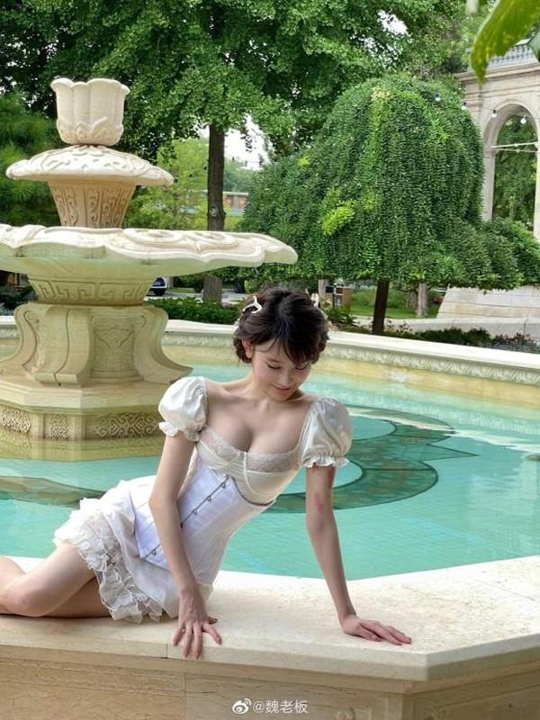 Hot girl gay bao mang khi dien bo vay khoe vong mot dep nhu tranh-Hinh-4