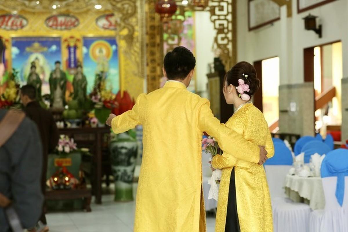 Quy Binh lam le hang thuan voi ban gai doanh nhan-Hinh-3