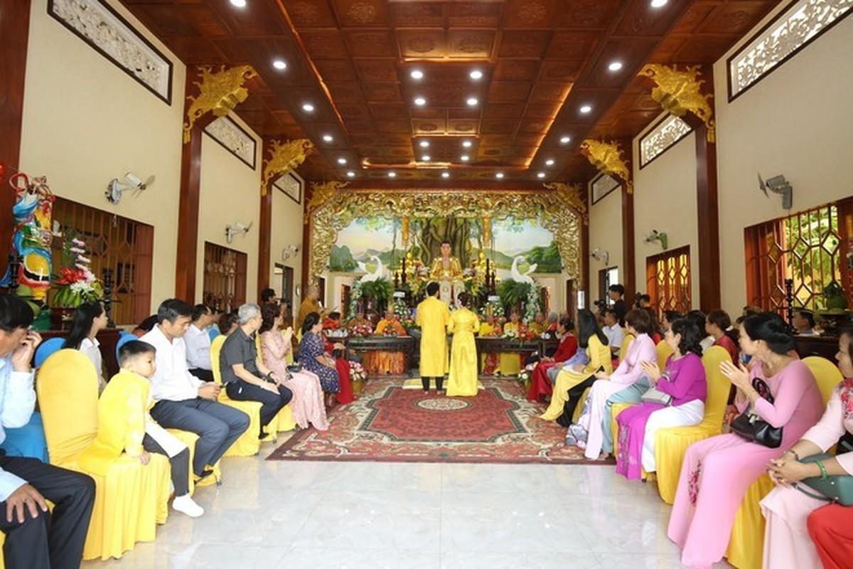 Quy Binh lam le hang thuan voi ban gai doanh nhan-Hinh-5