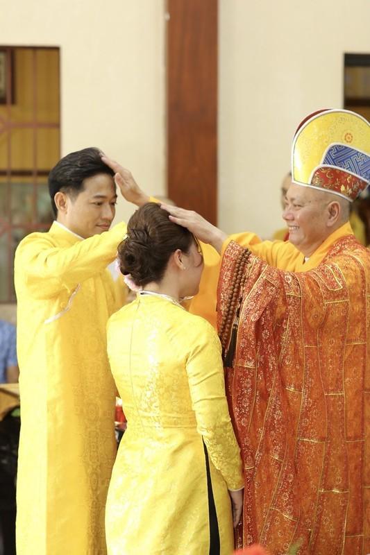 Quy Binh lam le hang thuan voi ban gai doanh nhan-Hinh-8