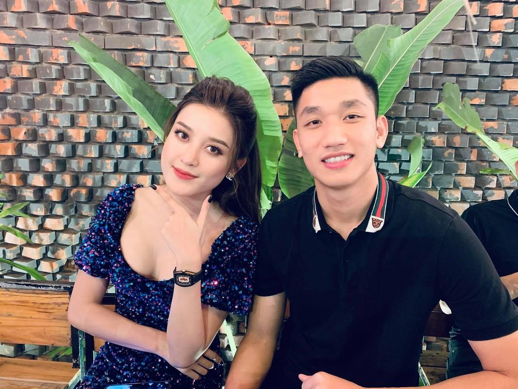 Sot anh gia dinh Ho Ngoc Ha hoi ngo vo chong Duong Khac Linh