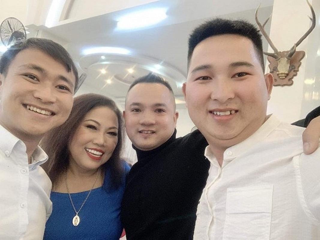 Ca si Ngoc Son xuat hien trong dam cuoi con trai Siu Black-Hinh-6